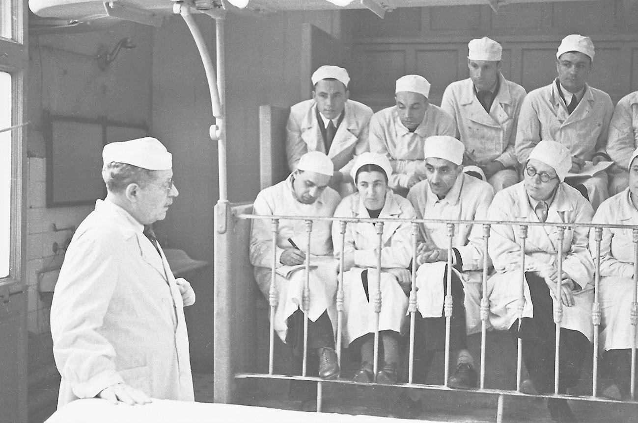 Н.Н. Бурденко, главный хирург Красной армии, академик. Автор Б. Игнатович. 1941 год. Главархив Москвы