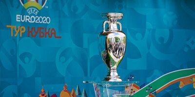 В Парке Горького показали кубок чемпионата Европы по футболу
