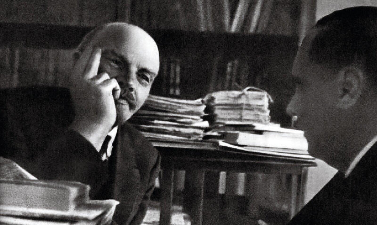 Vladimir Lenin and Herbert George Wells in 1920