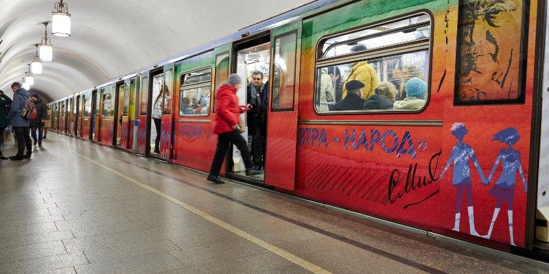 На Кольцевой линии метро пустили поезд, посвященный творчеству Сергея Михалкова