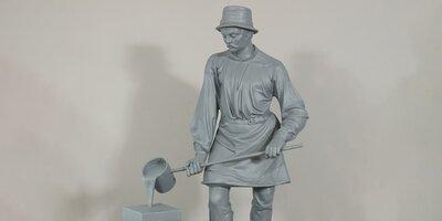 В усадьбе в районе Якиманка отреставрировали скульптуру «Литейщик и кузнец»