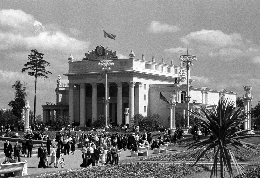 The RSFSR Pavilion by V. Noskov and D. Sholomovich, August 1954. Courtesy of Moscow's Main Archive Directorate