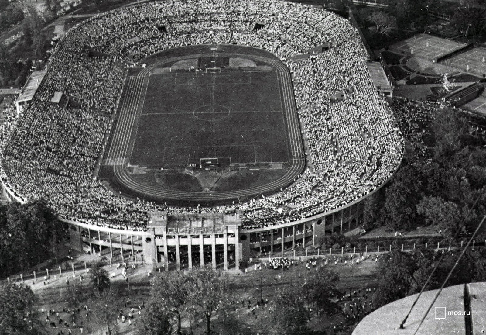Aerial shot of the Dynamo Stadium during a football game. Unknown author. 25 April 1950