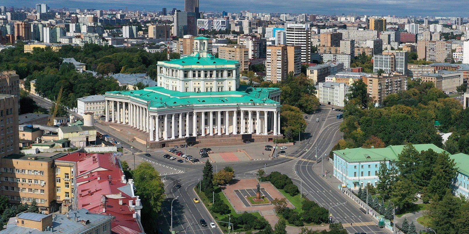 Шедевры музеев и парковая архитектура: #Москвастобой представила подборку онлайн-экскурсий ко Дню туризма