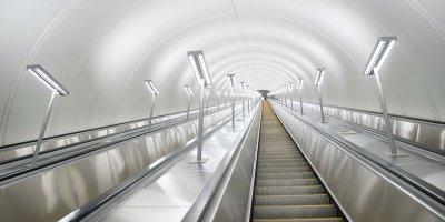 Новые ступени и тяговые цепи: на каких станциях метро отремонтировали эскалаторы