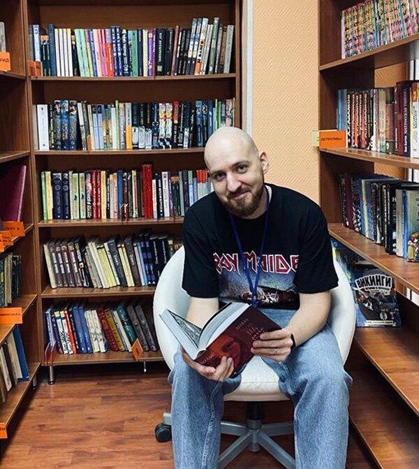 Дмитрий Каминский, главный библиотекарь в библиотеке № 215