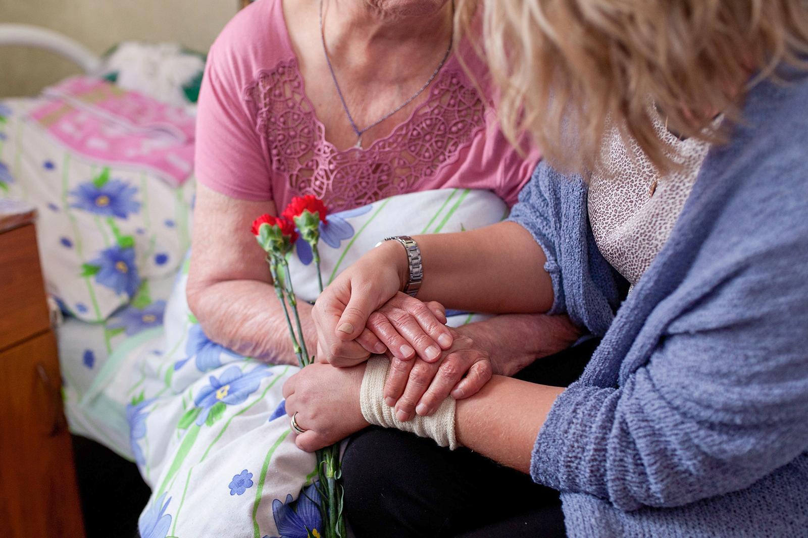 Чем можно помочь в домах престарелых сестринский дом ухода за пожилыми престарелыми и инвалидами
