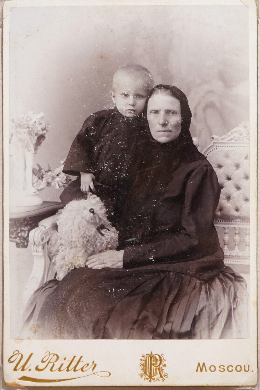 Портрет пожилой женщины и ребенка. 1900–1904 годы