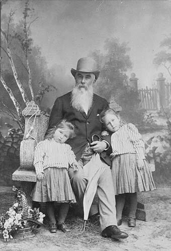 Alexei Abrikosov and his granddaughters