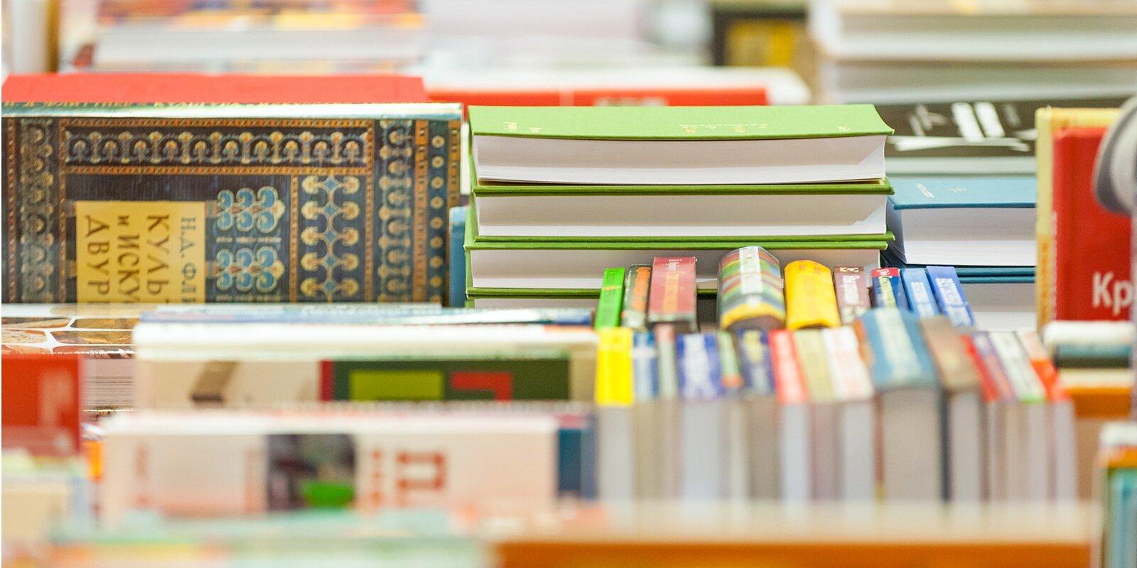 Литературный декабрь: библиотеки приглашают на онлайн-встречи с писателями