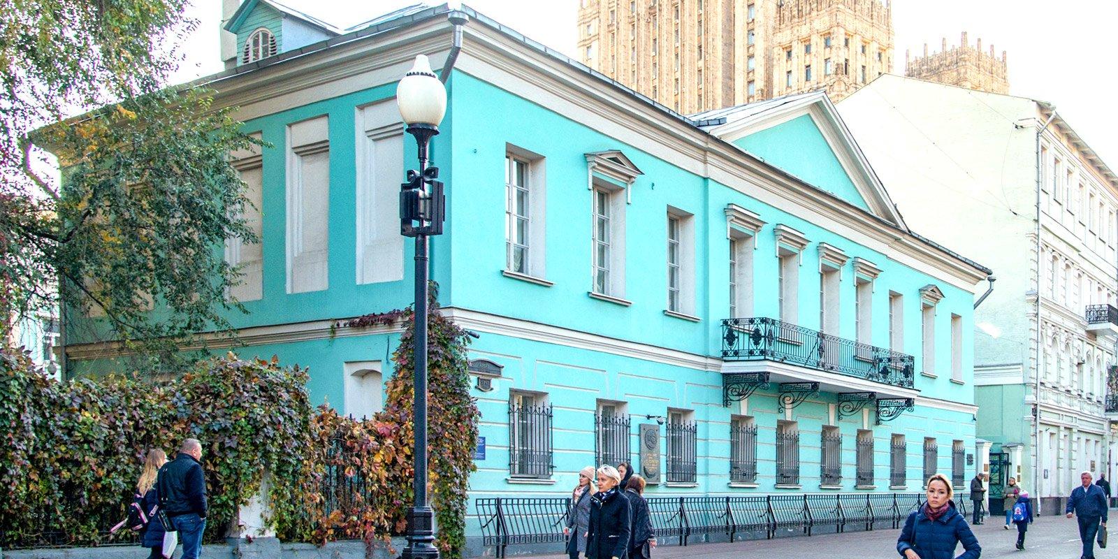 Где читал стихи, венчался и танцевал Пушкин: гид по знаковым для поэта местам