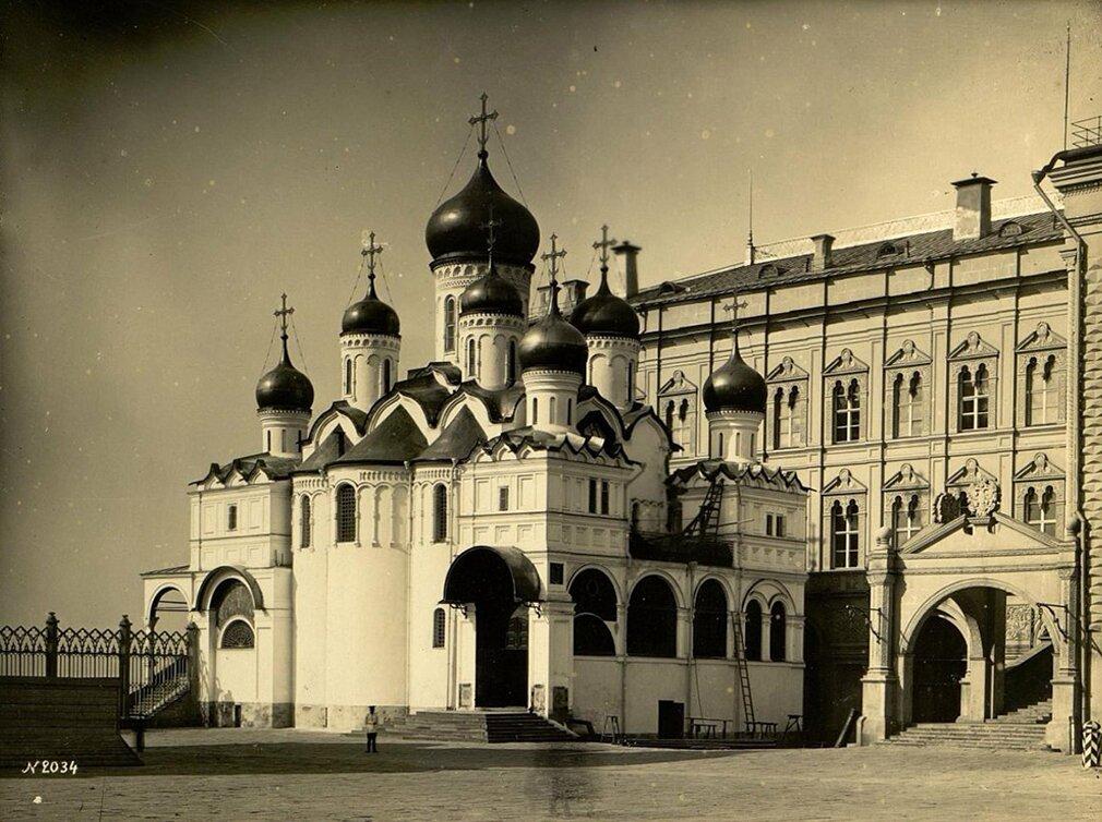 Благовещенский собор Московского Кремля. Фото И. Барщевского. 1889–1890 годы