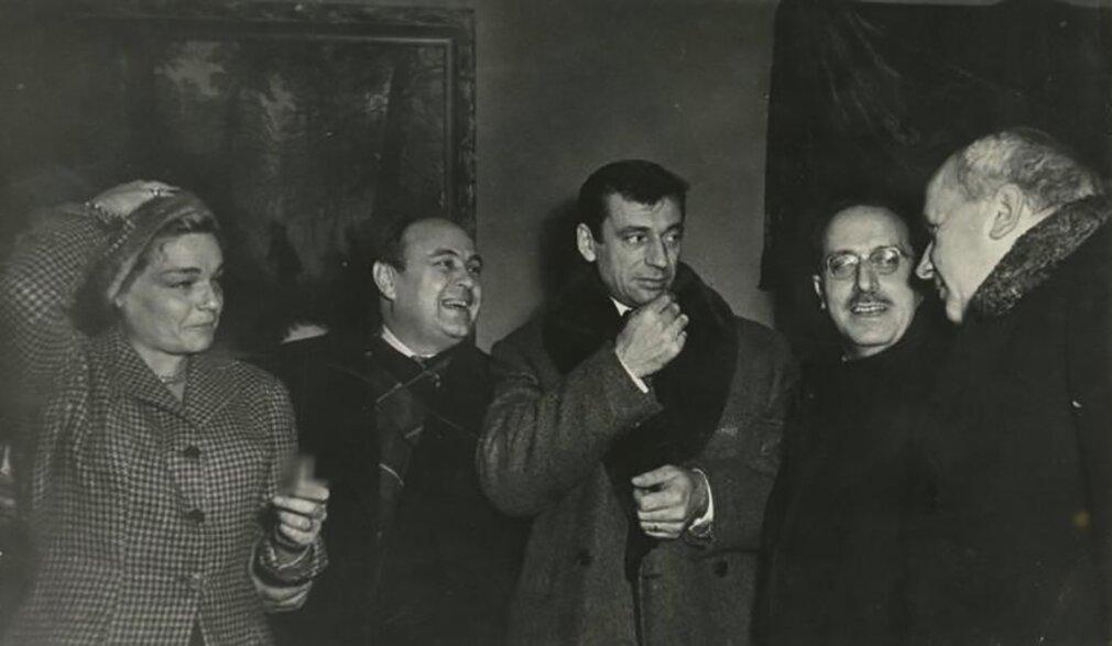 Ив Монтан и Симона Синьоре во время визита в СССР. Третьяковская галерея. Фото С. Васина. Декабрь 1956 года. «Мультимедиа-арт-музей»