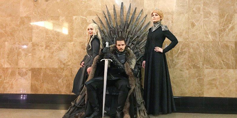 Железный трон из Игры престолов установили в московском метро