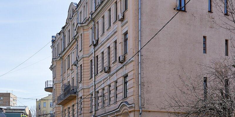 Фасад исторического дома в Глазовском переулке отреставрируют