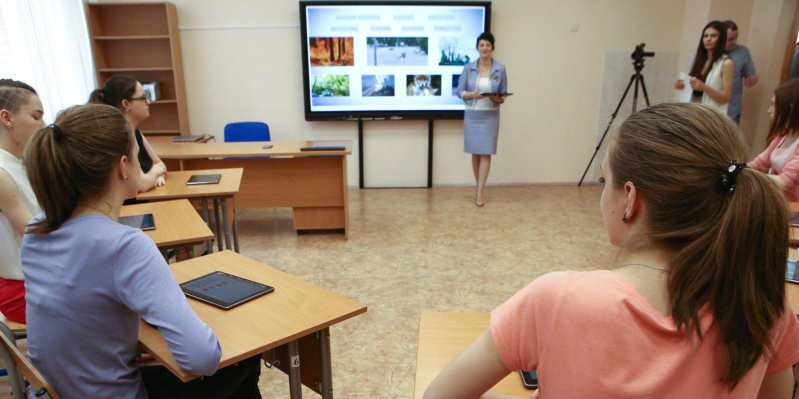 Интерактивные панели и электронные дневники: учителям помогают разобраться в работе «МЭШ»