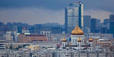 Гроза и сильный ветер сохранятся в Москве до конца дня