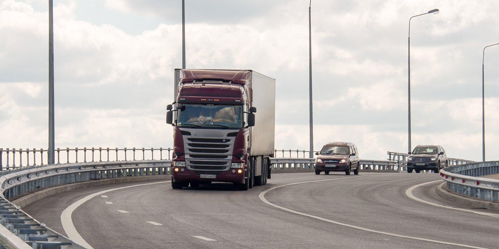 Ограничения движения по МКАД для грузовиков тяжелее 3,5 тонны вступят в силу с 15 июня
