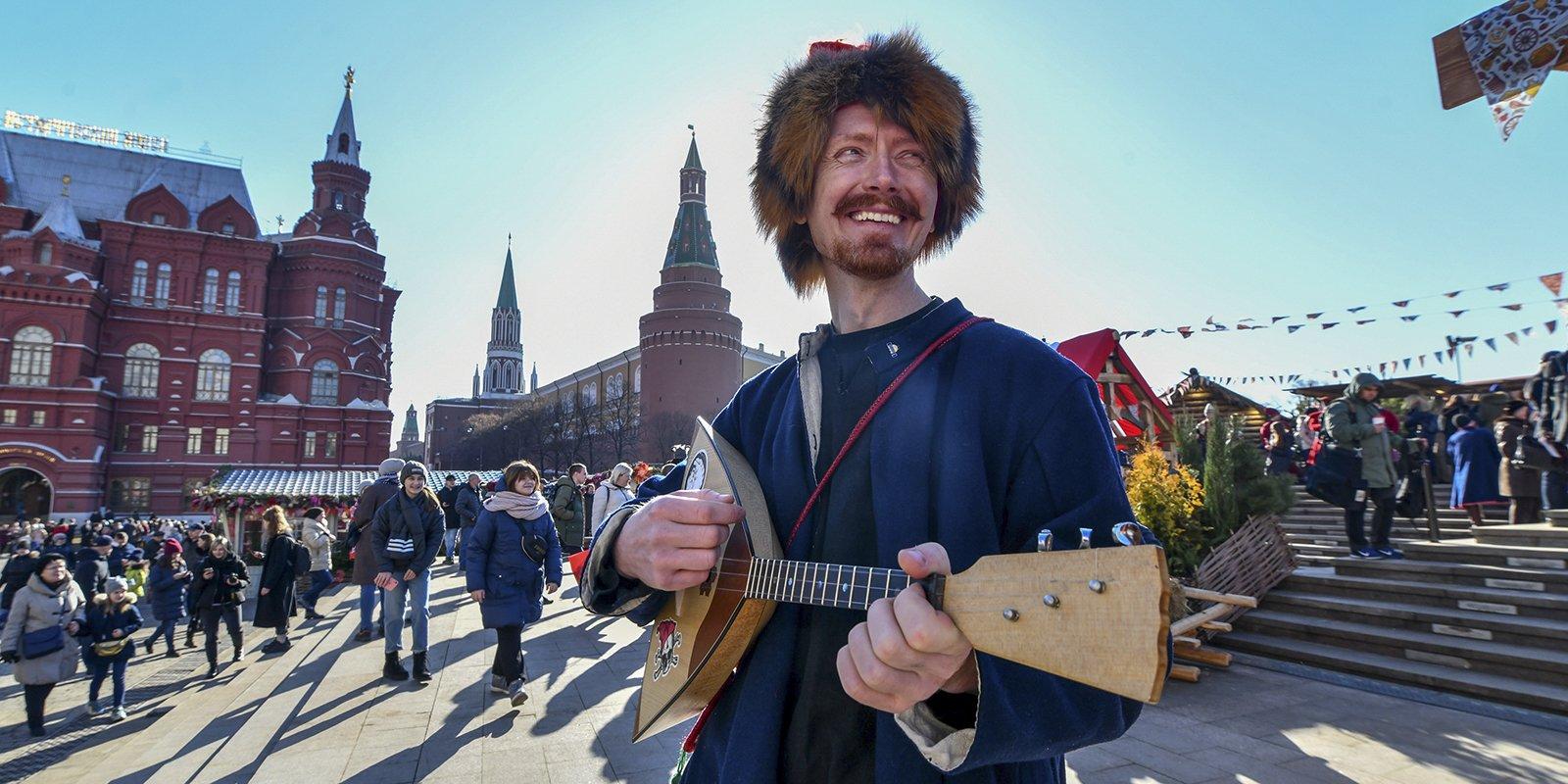 Шоу ряженых и тысячи блинов. Последние выходные фестиваля «Московская Масленица»