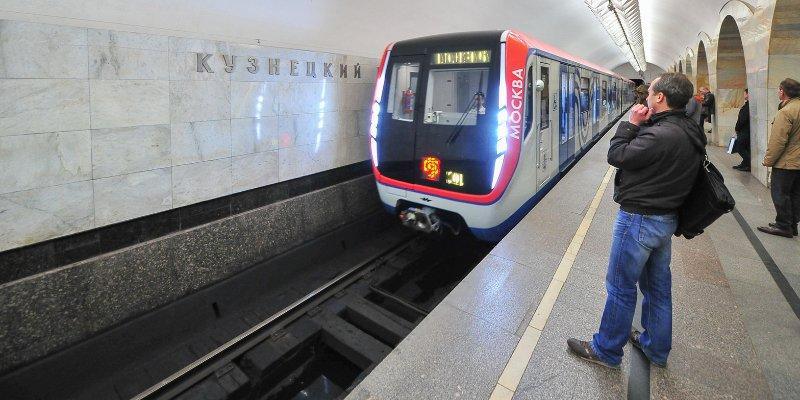 Безопасное и плавное движение: для чего меняют рельсы в метро