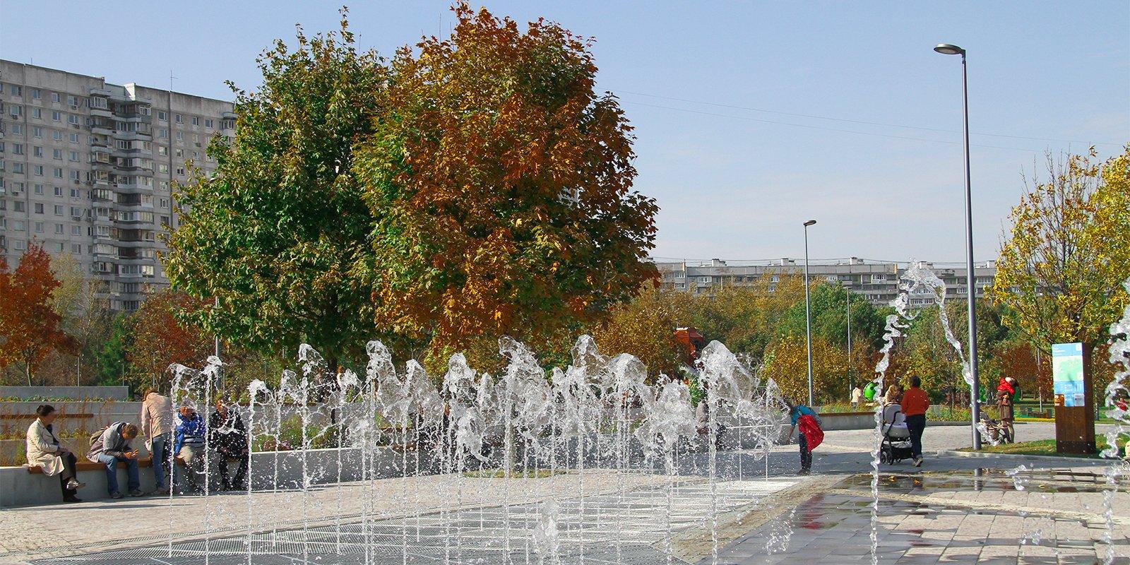 Танец воды: где увидеть самые необычные сухие фонтаны