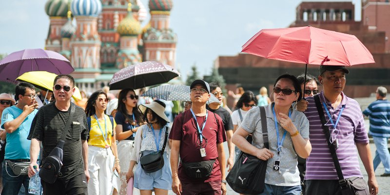 How to pay fare in the metro, get to VDNKh and extend visa: these and other questions asked to Tourist Call Centre agents
