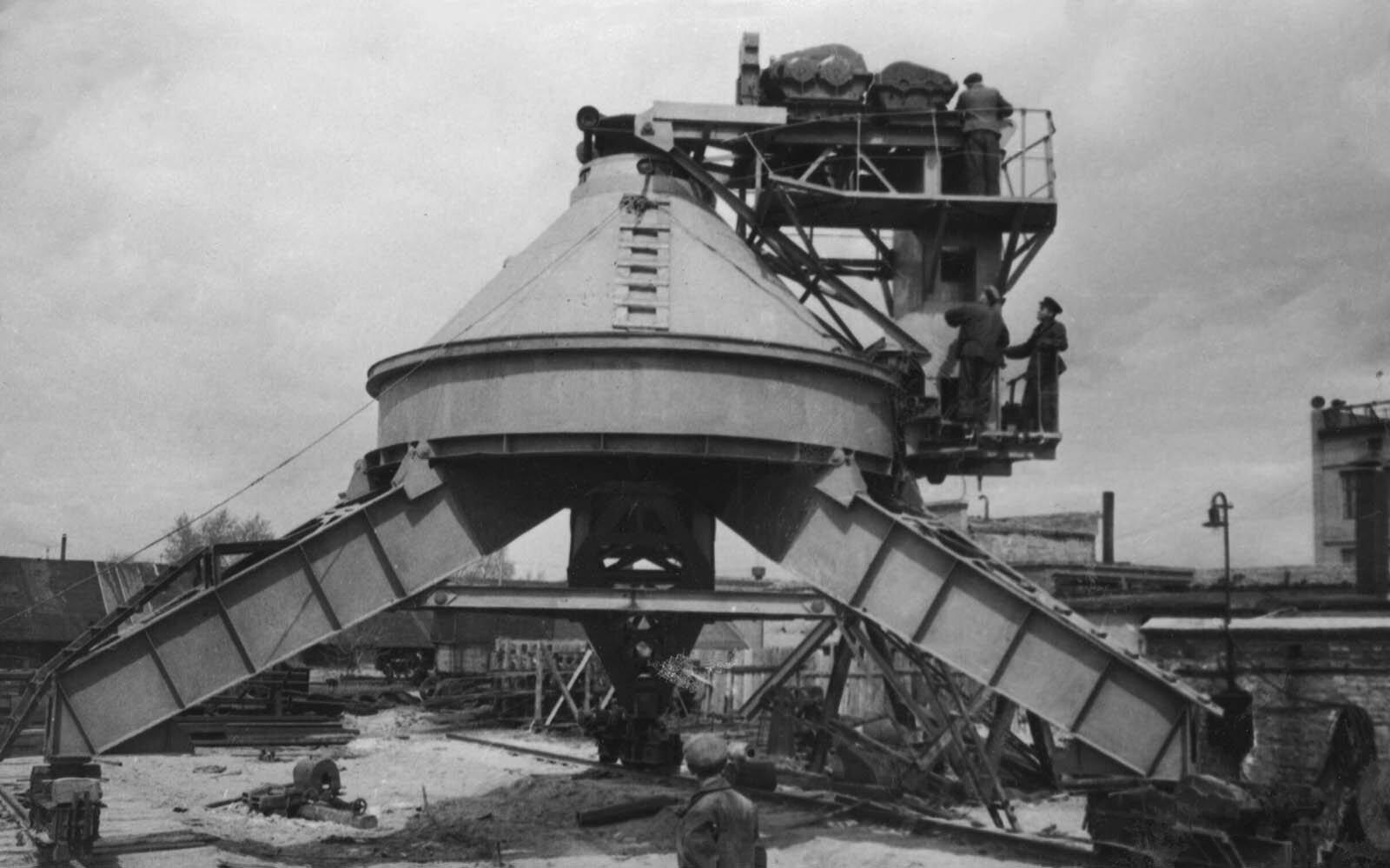 Кран БТК-100. 11 мая 1954 года. Главархив Москвы