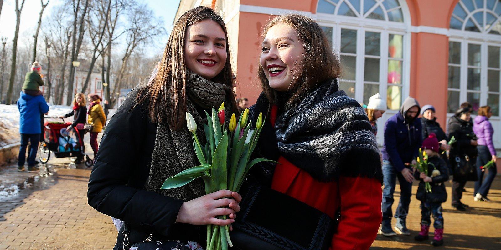 Бесплатный вход на катки для женщин, концерты и цветы: как отметить 8 Марта в парках