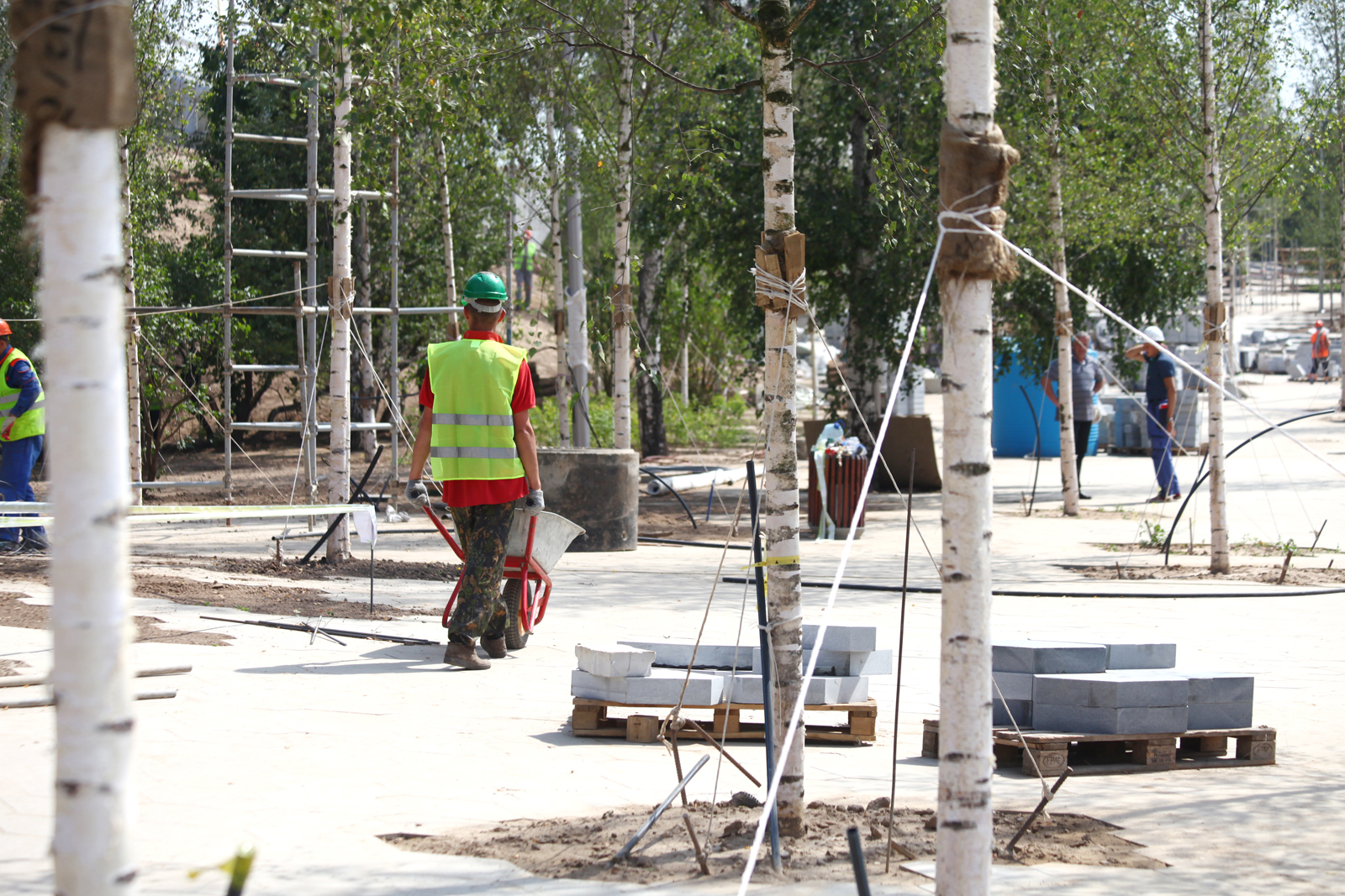 Pedestrian zone around zaryadye park is half complete news