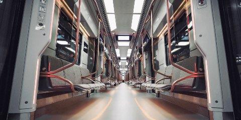 LCD-дисплеи и USB-зарядки: в Москве представили новые поезда метро